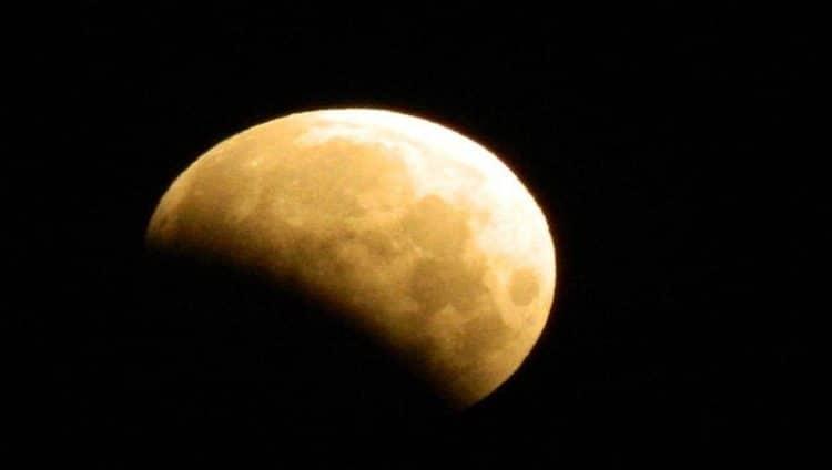 العالم يشهد خسوفاً للقمر يوم الجمعة