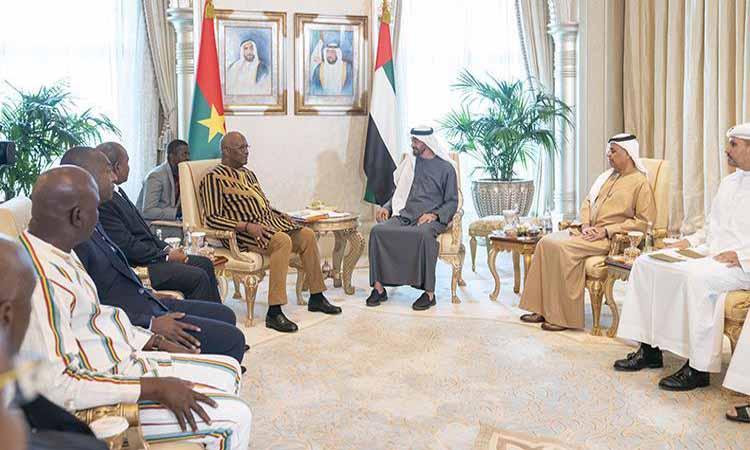 محمد بن زايد ورئيس بوركينا فاسو يشهدان تبادل اتفاقيتي تعاون