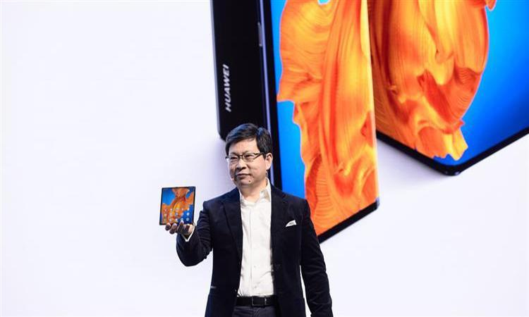 """""""هواوي"""" تطرح نسخة من هاتفها القابل للطي.. والطلبات في الإمارات تبدأ 15 مارس"""