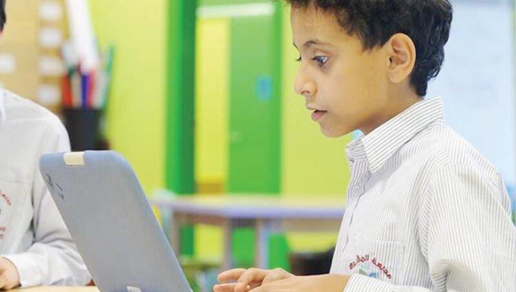 """""""التربية"""" تعتمد 13 منصة إلكترونية لدعم """"التعلم عن بعد"""""""