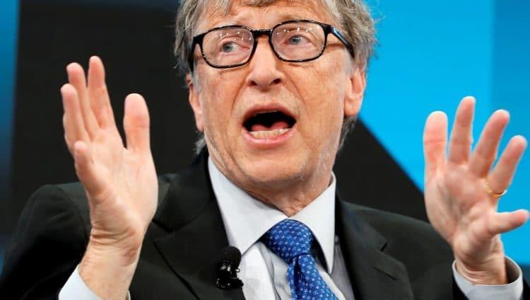 الملياردير المتهم باختراع «كوفيد-19».. لماذا يستهدفون بيل غيتس تحديداً؟