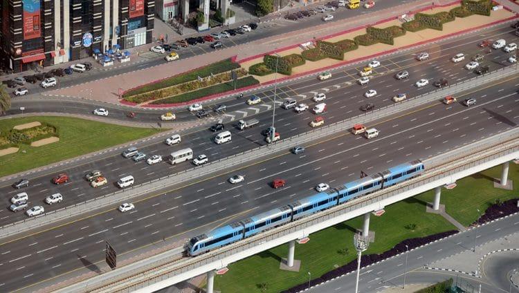 ضوابط وقائية ومواعيد جديدة لمستخدمي مترو دبي