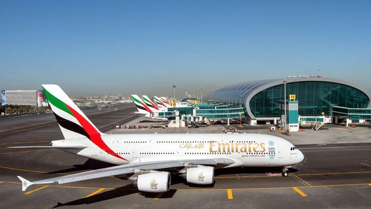 """مطارات دبي"" تستعرض شروط السفر مع استئناف رحلات ""طيران الامارات"""