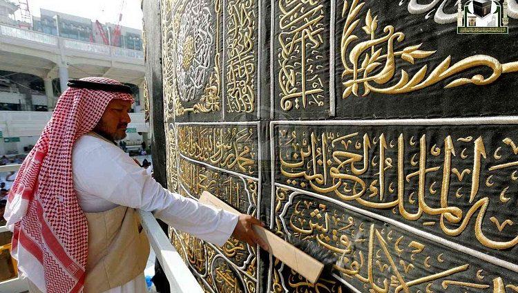 السعودية: تسليم كسوة الكعبة المشرفة غداً الأربعاء