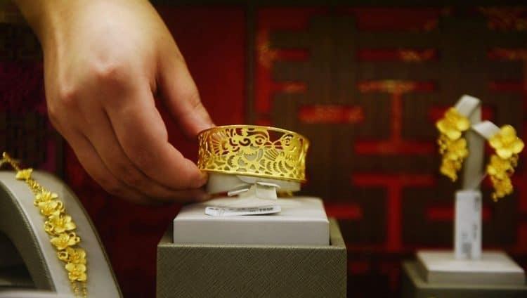الذهب يتراجع قبيل قرارات المركزي الأميركي