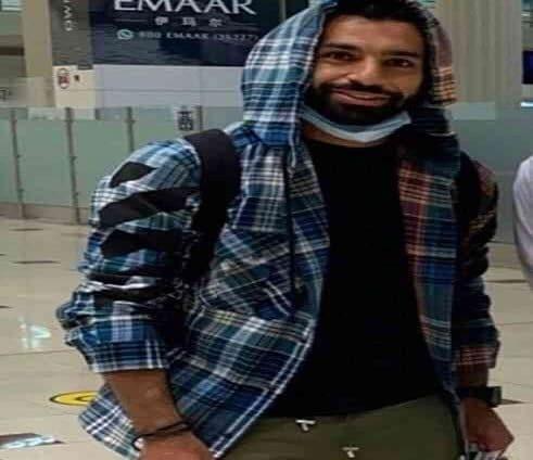 محمد صلاح يصل إلى دبي لقضاء الإجازة