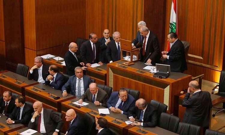 استقالة 5 نواب لبنانيين منذ انفجار مرفأ بيروت