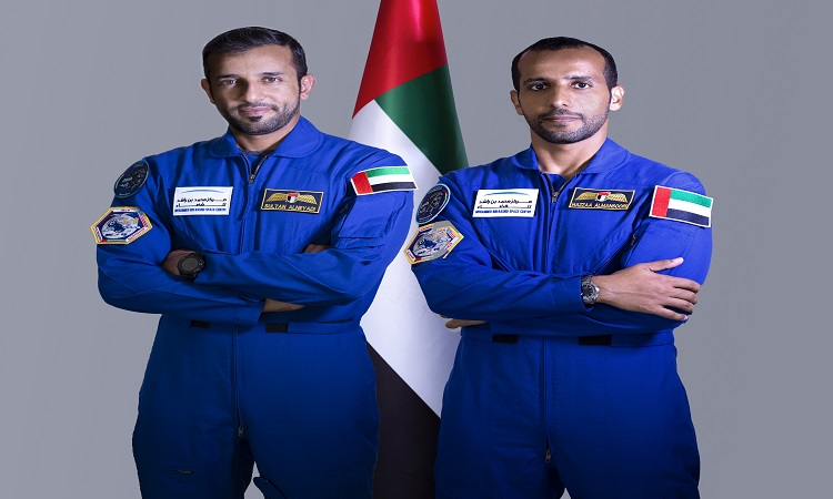 """رواد الفضاء الإماراتيون يخوضون تدريبات في وكالة الفضاء الأمريكية """"ناسا"""""""