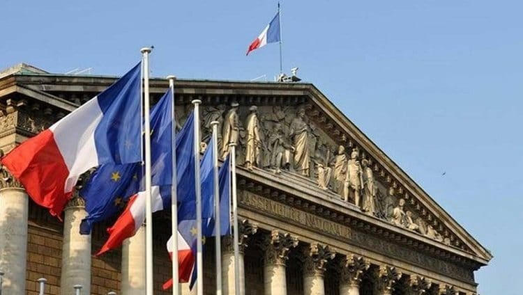 فرنسا توجه نصائح لرعاياها المغتربين تحسباً لردود الفعل على الرسوم المسيئة