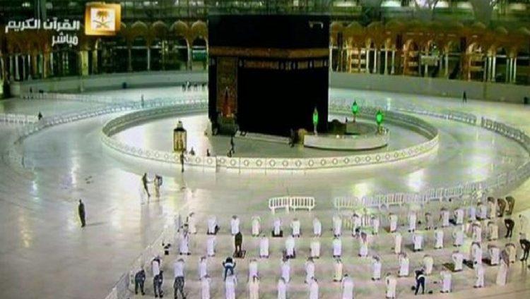 """السعودية: 3500 لتر يوميًا من المعقمات لمنع وصول """"كورونا"""" لساحات الحرم"""