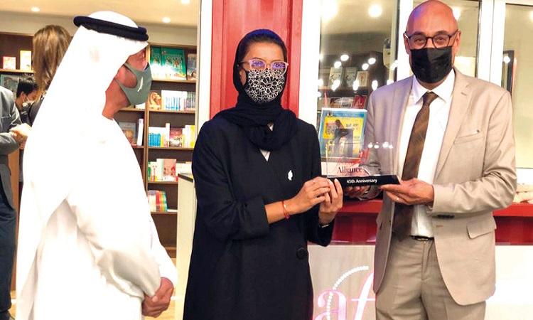 نورة الكعبي تفتتح المكتبة الفرنكوفونية في أبوظبي