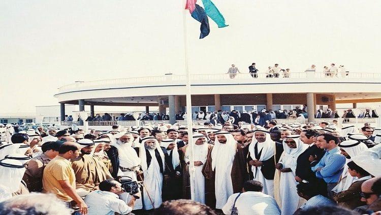"""محمد بن زايد: في """"يوم العلم"""" يزداد فخرنا براية العز والمجد"""