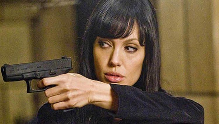 ليس فيلماً سينمائياً .. أنجلينا جولي عميلة لدى «المخابرات الأمريكية»!