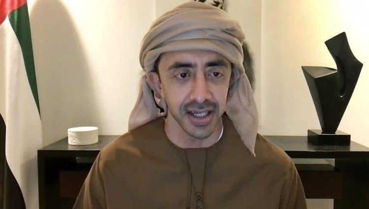 عبدالله بن زايد يدعو العاملين في المنشآت التعليمية إلى تلقي لقاح «كورونا»