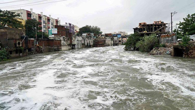 فيضانات وانهيارات أرضية في الهند والنيبال توقع 200 قتيل