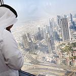 """دبي تروّج لحماية أندر أنواع النسور من قمة """"برج خليفة"""""""
