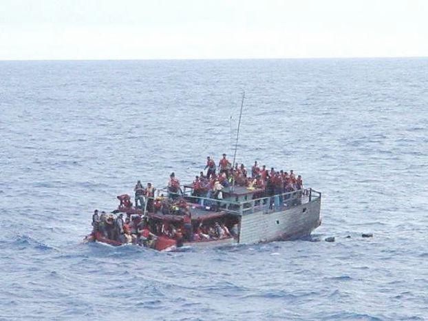مصرع 13 شخصاً نتيجة غرق مركب للمهاجرين في ماليزيا