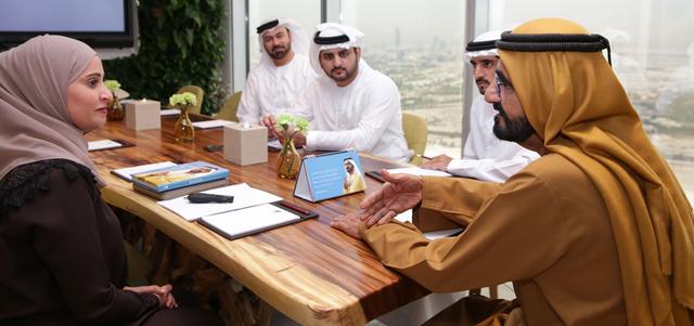 محمد بن راشد: وظيفة الحكومة تهيئة البيئة المناسبة لسعادة الأفراد