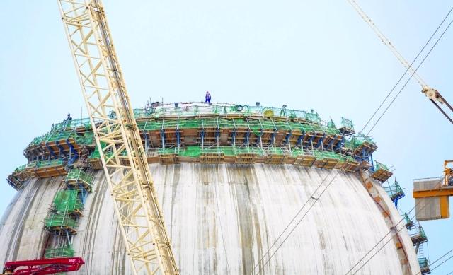 إنجاز صب خرسانة قبة مبنى احتواء المفاعل النووي في المحطة الثانية