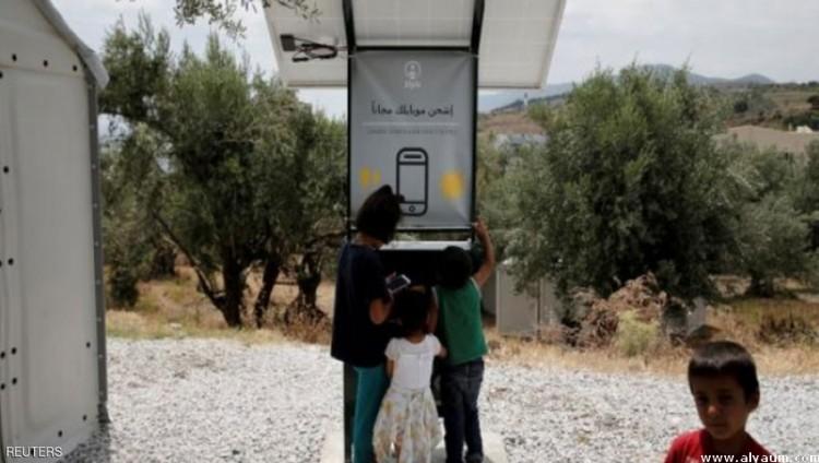 محطة متنقلة لشحن الهواتف بـ «الطاقة الشمسية»