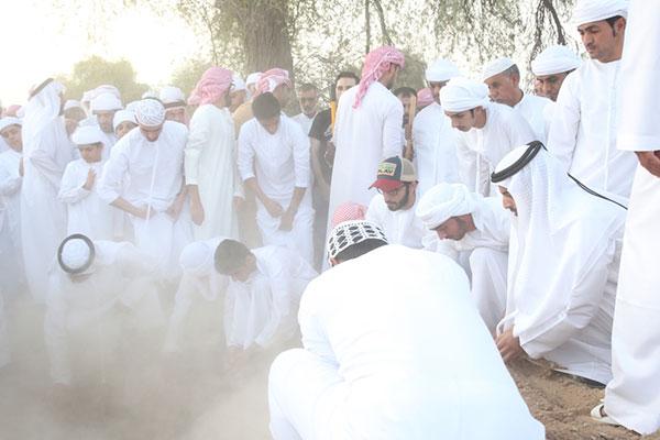 ولي عهد رأس الخيمة يتقدم مشيعي الشهيد جاسم البلوشي