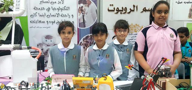 طالبات ومعلّمات يبتكرن «روبوت» يتعقّب الشمس ويُنتج الكهرباء
