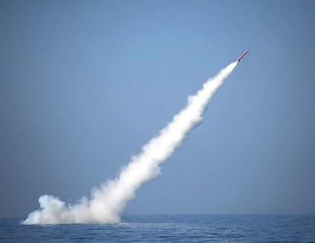 باكستان تطلق أول صاروخ يحمل رؤوساً نووية من على غواصة
