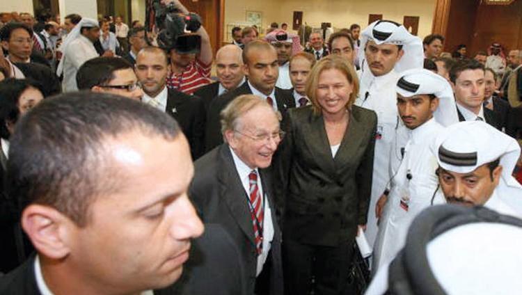 قطر الرسمية تطبِّع مع إسرائيل.. وقطر الشعبية تمانع وتعترض