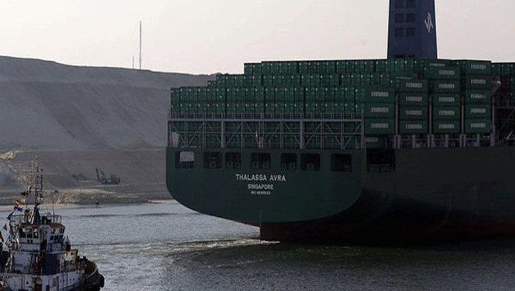 منع السفن القطرية من المرور بالمنطقة الاقتصادية لقناة السويس
