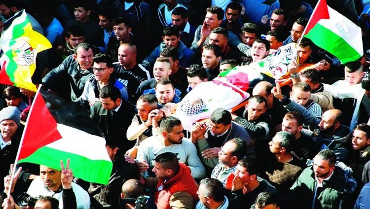 الفلسطينيون يشيّعون شهداء «جمعة الغضب»