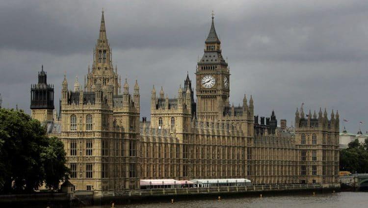 """وثائق: بريطانيا ستواجه نقصا في الوقود والغذاء والدواء إذا خرجت من """"الاتحاد الأوروبي"""" دون اتفاق"""
