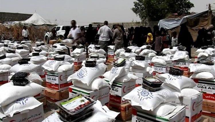الإمارات تقدم كسوة العيد ومعونات غذائية لسكان الساحل الغربي في اليمن