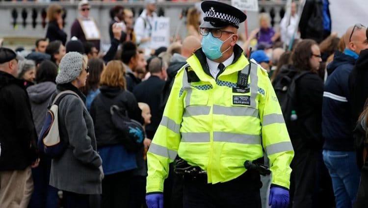 بريطانيا قد تفرض قيوداً جديدة لاحتواء كورونا