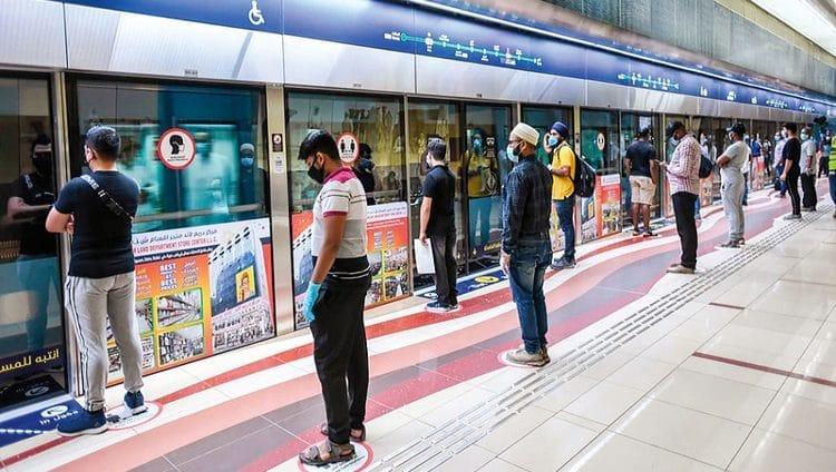«طرق دبي» تراقب «التباعد الاجتماعي» ببث حيّ من الحافلات