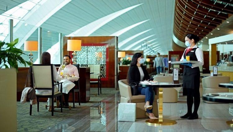 طيران الإمارات تعيد فتح صالاتها عبر العالم بدءاً من القاهرة