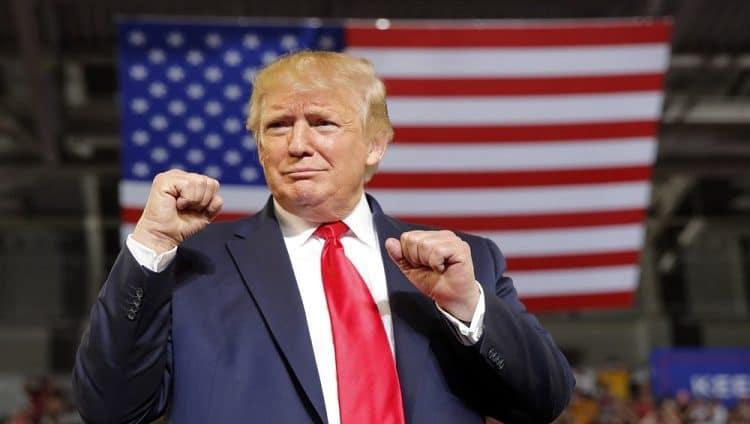 """ترامب """"عينه"""" على 2024.. والدستور الأمريكي يدعمه"""