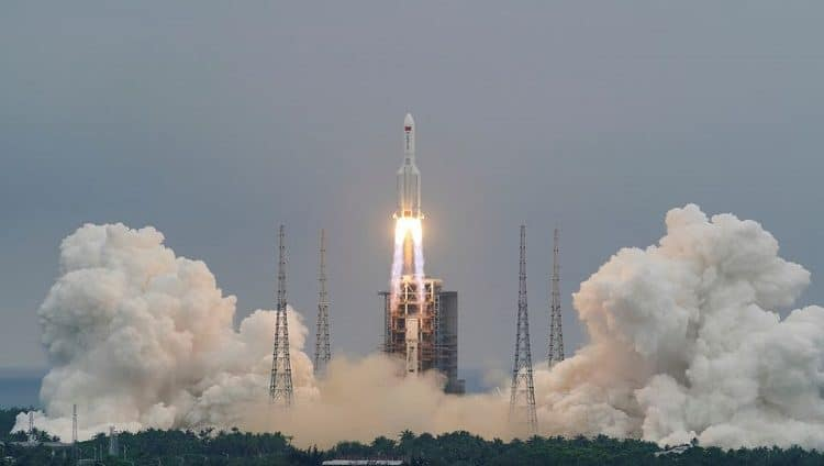 سقوط بقايا حطام الصاروخ الصيني في المحيط الهندي