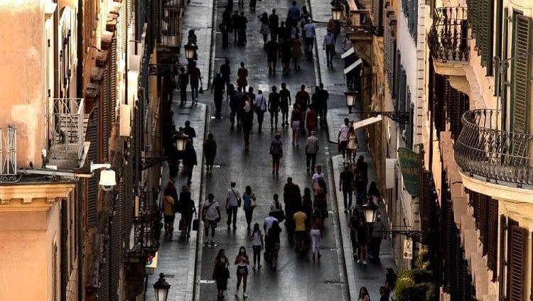 إيطاليا.. كل المناطق باتت «منخفضة المخاطر» والكمامات غير إلزامية