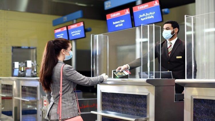 """طيران الإمارات توسع نطاق """"جواز أياتا"""" وتتشارك مع تطبيق """"الحصن"""" لتبسيط متطلبات السفر"""