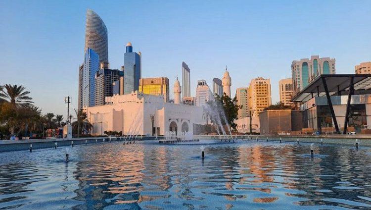 أبوظبي أول مدينة في العالم تتسلم شحنة علاج كوفيد-19 «سوتروفيماب»