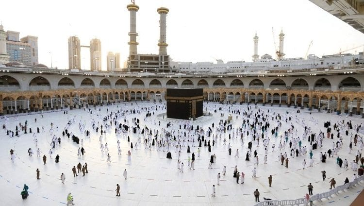 السعودية تكشف موعد عودة معتمري الخارج