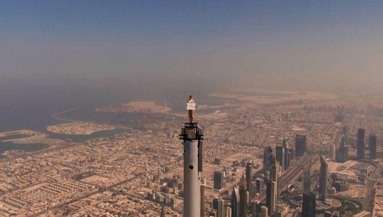 على قمة برج خليفة.. ماذا يجمع بين ولي عهد دبي وتوم كروز و«طيران الإمارات»؟