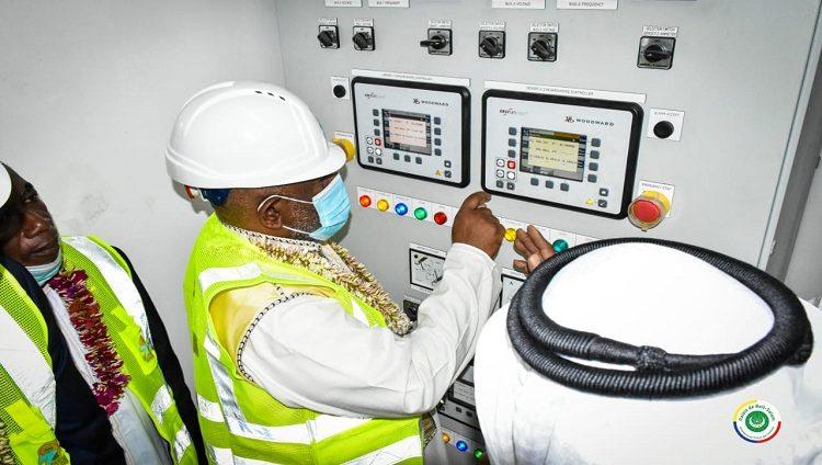 """بتمويل من """"أبوظبي للتنمية"""".. تدشين مشاريع لدعم قطاع الكهرباء في القمر المتحدة بقيمة 51 مليون درهم"""