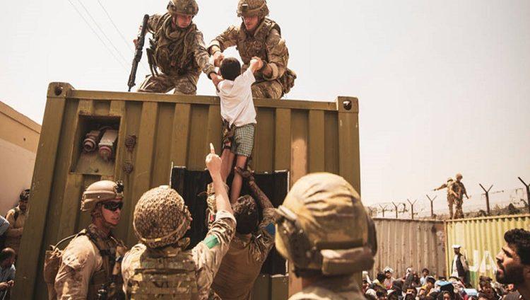 الإمارات تستضيف 5 آلاف أفغاني بشكل مؤقت