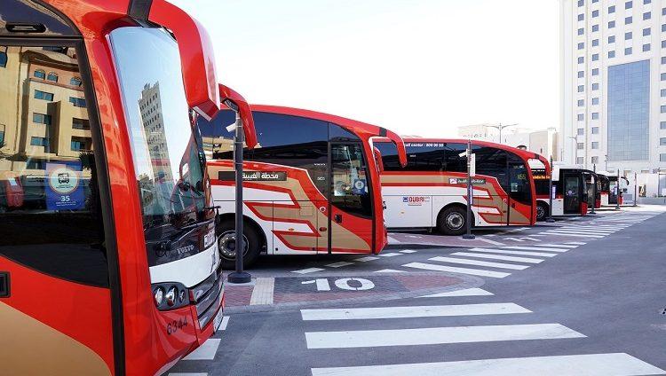 """""""الطرق والمواصلات"""" تستأنف تشغيل خدمة حافلات الخط """"E101"""" بين دبي وأبوظبي"""