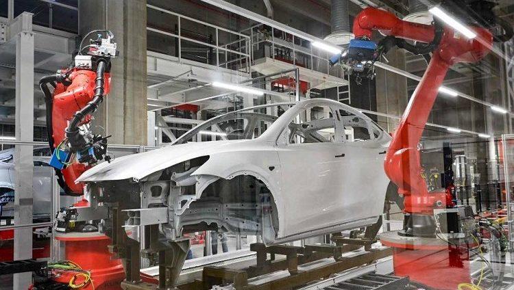 كم استغرقت «تيسلا» لتصنيع أول 100 ألف سيارة؟