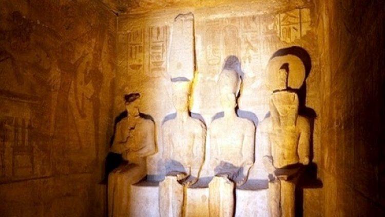مصر تحتفل بتعامد الشمس على وجه رمسيس الثاني