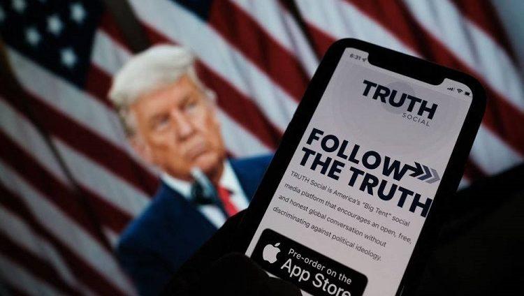 ترامب يتحدى «فيسبوك» و«تويتر» بـ «تروث سوشل»