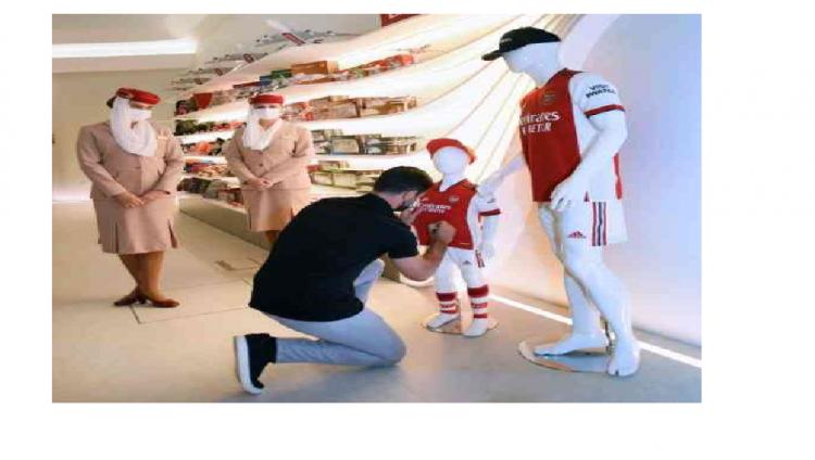 """أحمد بن سعيد يستقبل مدير نادي أرسنال في جناح طيران الإمارات في """"إكسبو 2020"""""""